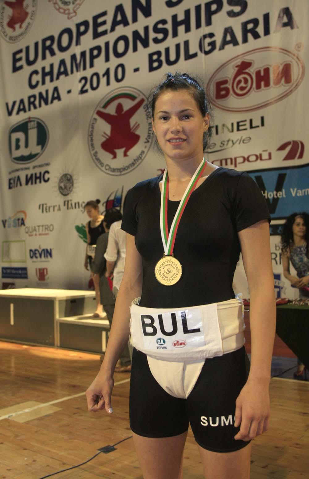 Красивата Елена Григорова е новата европейска шампионка