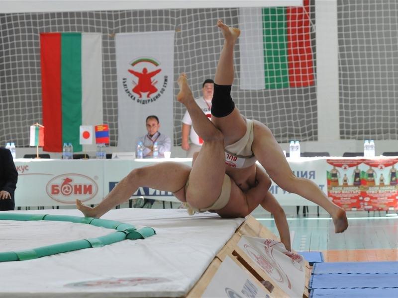 Съботният ден ще е най-интересен по отношение на схватки от ЕП по сумо във Варна.